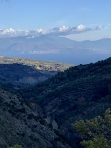 ペロポネソス半島の、山道をくねくねと上がっていった村でのリトーリート